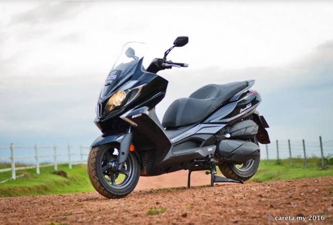 Yamaha XMAX 250 vs Kymco Downtown 250i